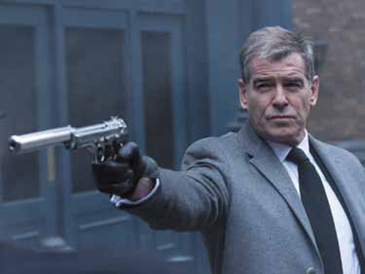 Пирс Броснан в роли часовщика-убийцы