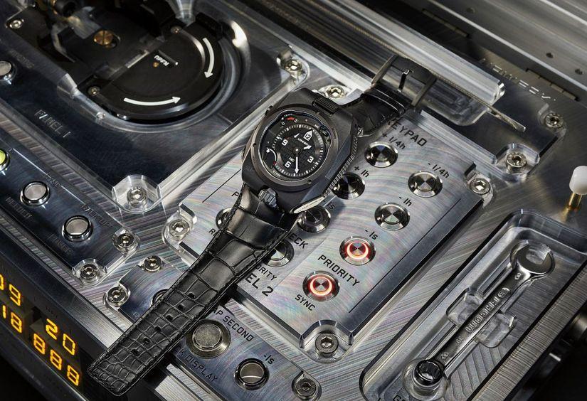 Часы Atomic Master Clock от Urwerk