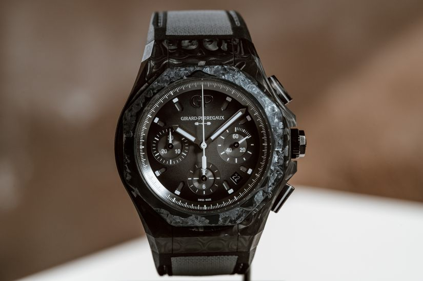 Часы  Girard-Perregaux Laureato Absolute Crystal Rock